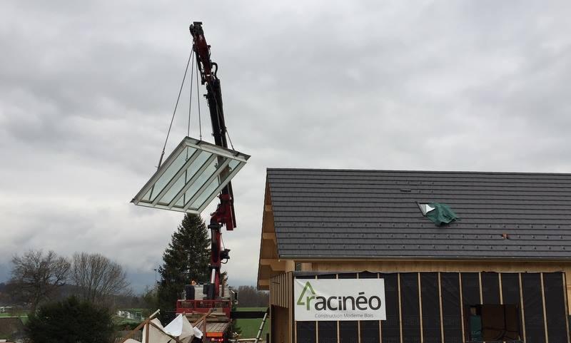 Pose d'une verrière par grutage sur toit pente