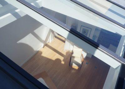 Verrière Elyos ouverte sur toit pente en zinc - Angle de vue extérieur