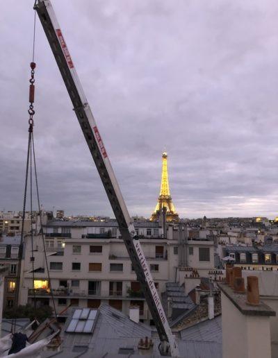 Grutage devant la tour eiffel 2