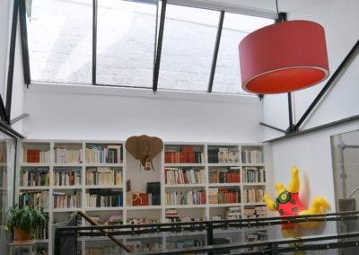 Verrière de toit en éclairage d'une bibliothèque